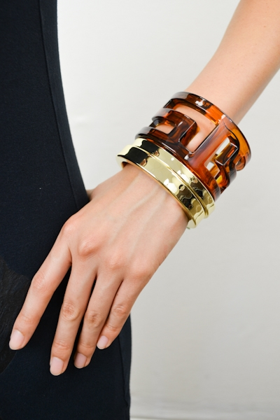 AMBER TORTOISE BANGLE - orangeshine.com