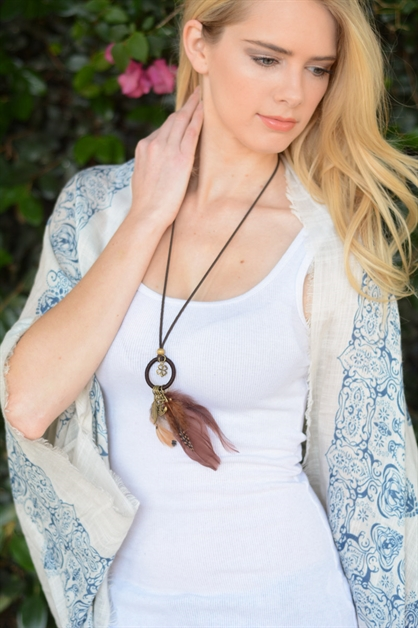 BOHO FEATHER CHARM NECKLACE - orangeshine.com