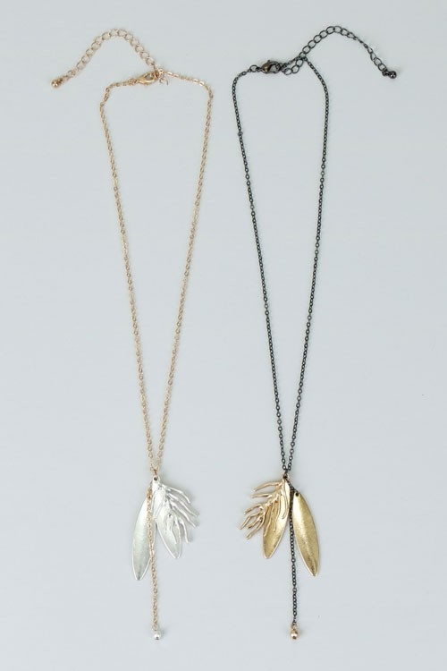 NECKLACE W/METALLIC LEAF SHAPE - orangeshine.com