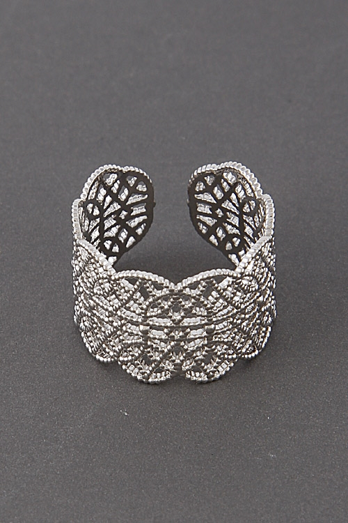 Ring With Intricate Pattern - orangeshine.com
