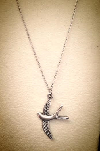 Plain flying bird necklace - orangeshine.com