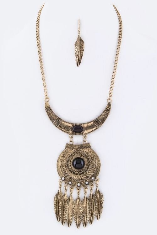 Feather Medallion Necklace - orangeshine.com