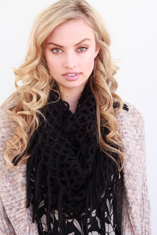 LOW GAUGE KNITTED FRINGE SCARF - orangeshine.com