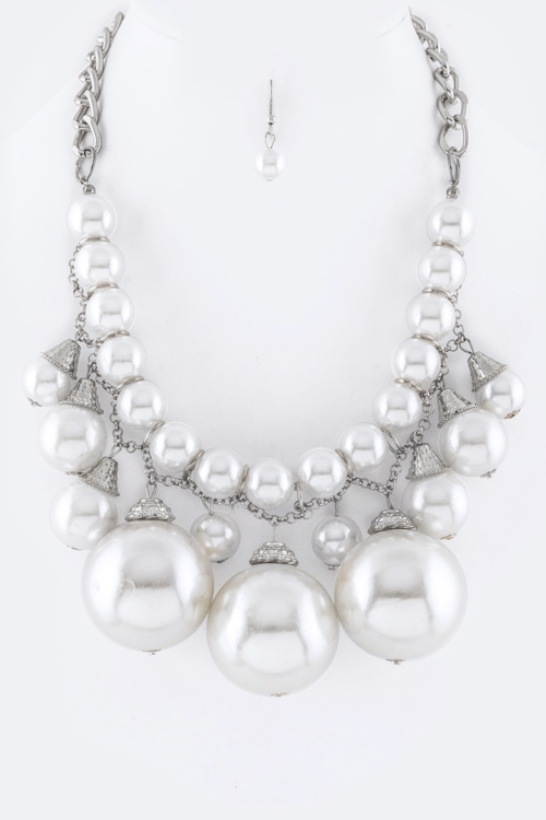 Jumbo Pearl Statement Necklace - orangeshine.com