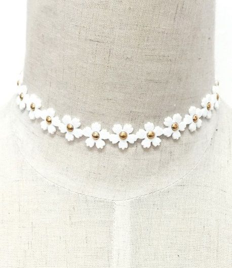 White Flower Choker - orangeshine.com