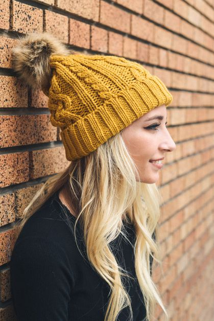 Cable Knit Beanie with Faux Fur Po - orangeshine.com