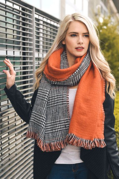 Reversible Houndstooth Frayed Scarf - orangeshine.com