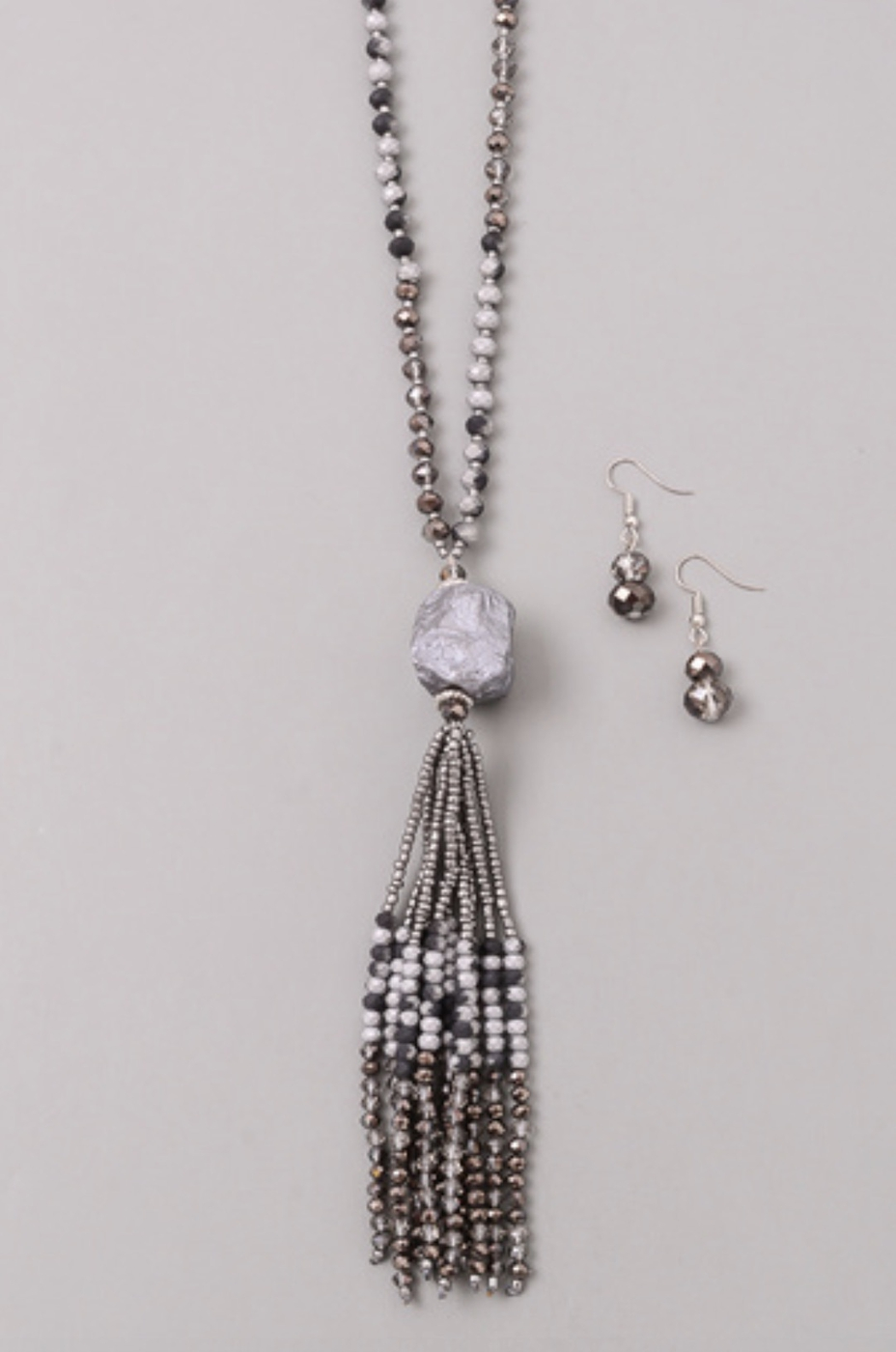STONE AND TASSEL CHARM NECKLACE SET - orangeshine.com