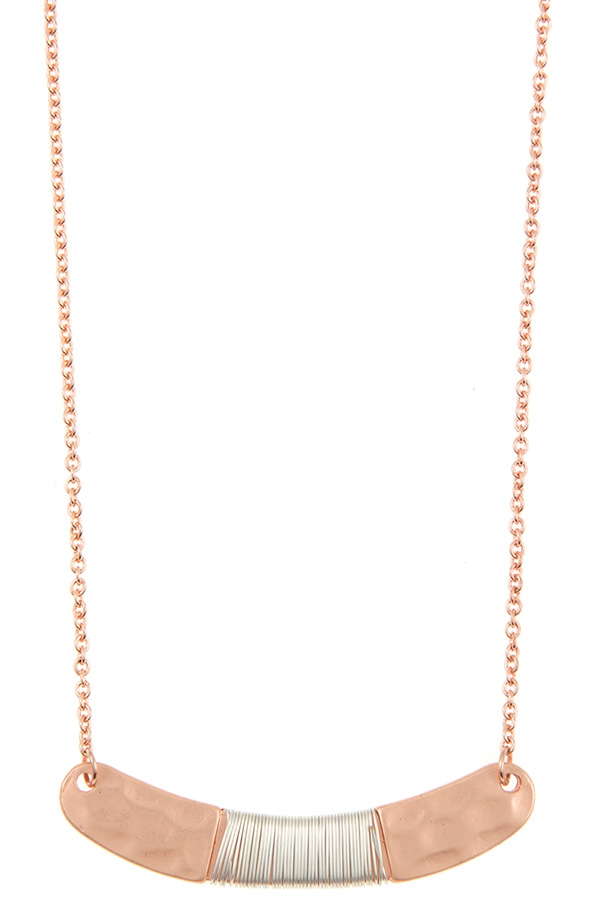 HAMMERED CURVED WRAPPED BAR NECKLACE - orangeshine.com
