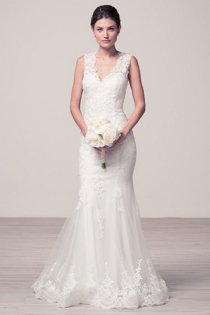 V-Neck Sleeveless Wedding Dress - orangeshine.com