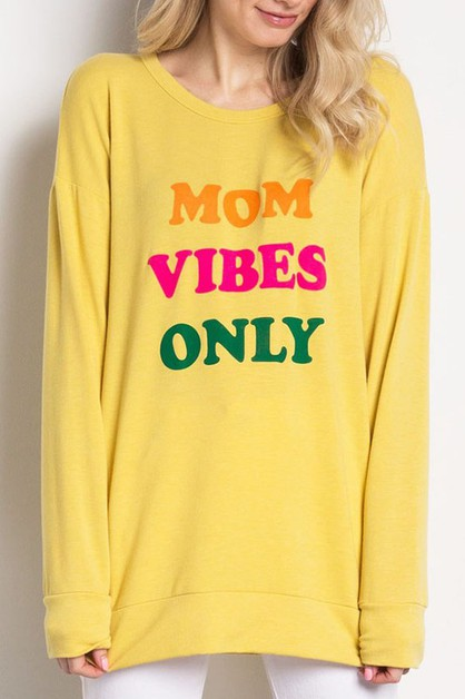 MOM VIBES ONLY Graphic Top - orangeshine.com