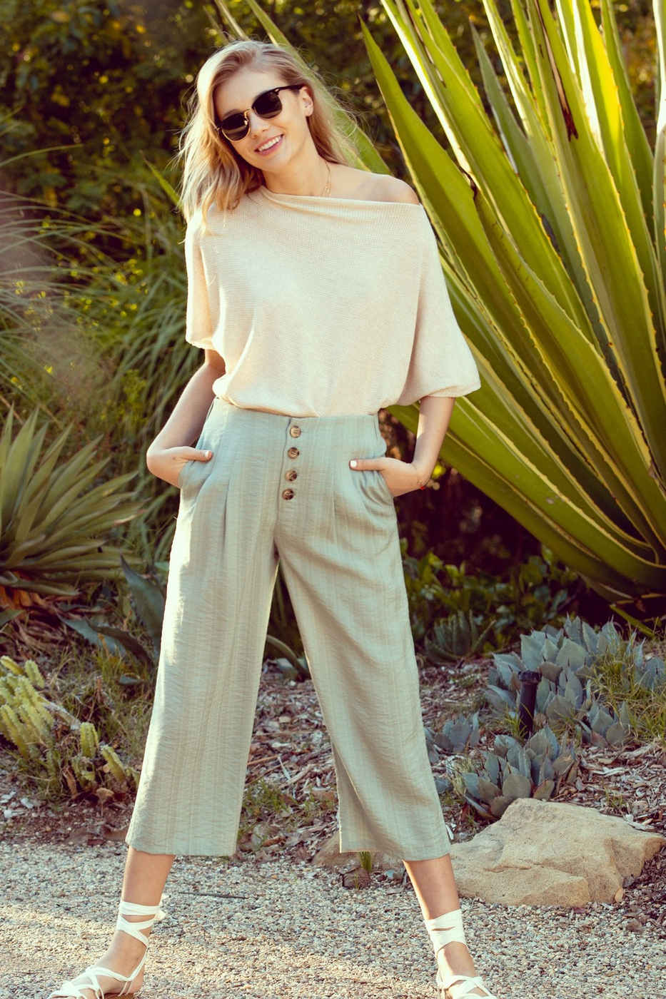 Striped Button-Front Cropped Pants  - orangeshine.com