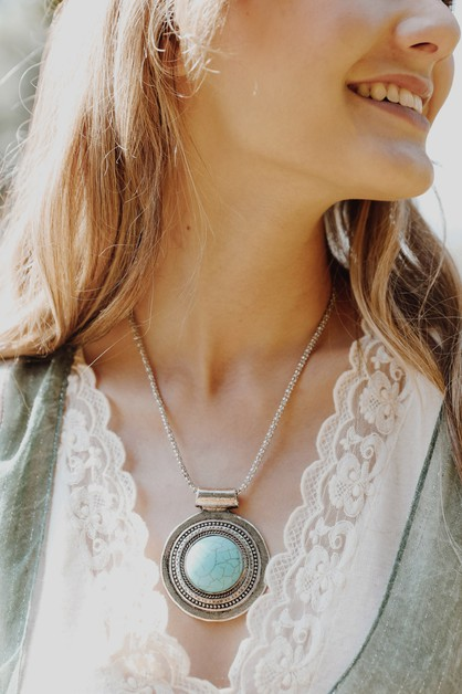 Turquoise Medallion Necklace - orangeshine.com