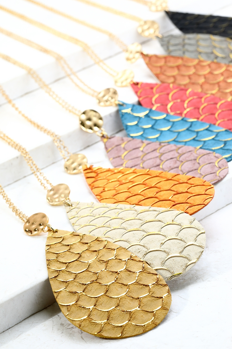 Textured Faux Leather Necklace - orangeshine.com