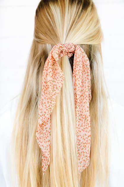 Floating Daisies Sheer Scrunchie Sca - orangeshine.com