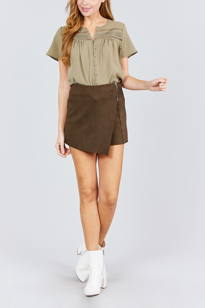 SHORT SLEEVE PLEATS DETAIL WOVEN TOP - orangeshine.com