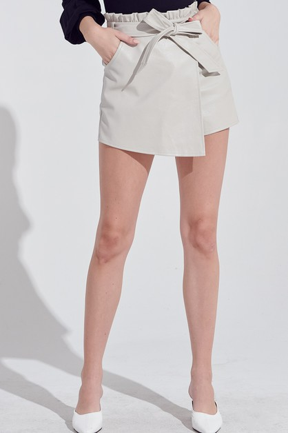 PLEATHER SHORTS - orangeshine.com