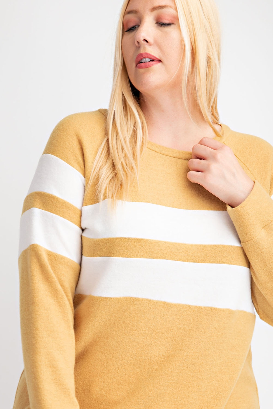PLUS SIZE KNIT TOP WITH CHEST CONTRA - orangeshine.com