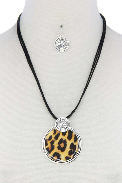 ANIMAL PRINT CIRCLE PU LEATHER NECKL - orangeshine.com
