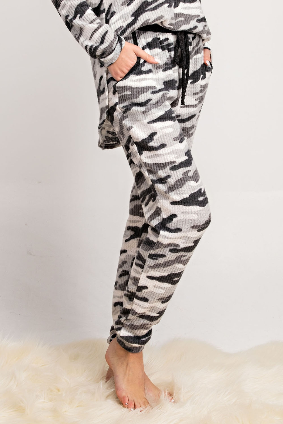 BLACK AND WHITE CAMO LOUNGING BOTTOM - orangeshine.com
