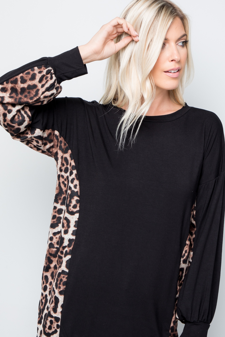 PUFF SLEEVES TOP WITH ANIMAL CONTRAS - orangeshine.com