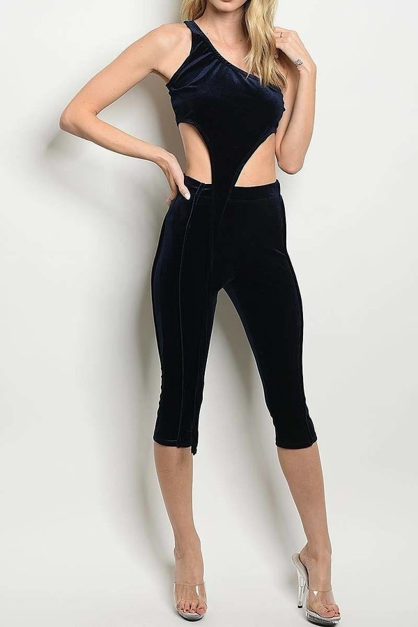 CROP TOP AND CAPRI VELVET PANTS SET  - orangeshine.com