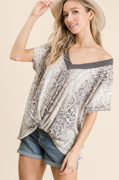 SNAKE PRINT V NECK LOOSE FIT TOP - orangeshine.com