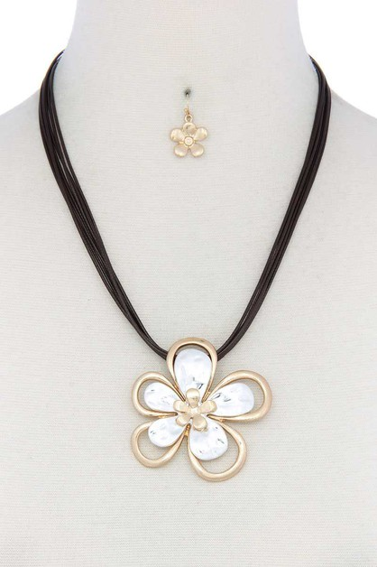 TWO TONE FLOWER PENDANT PU NECKLACE - orangeshine.com