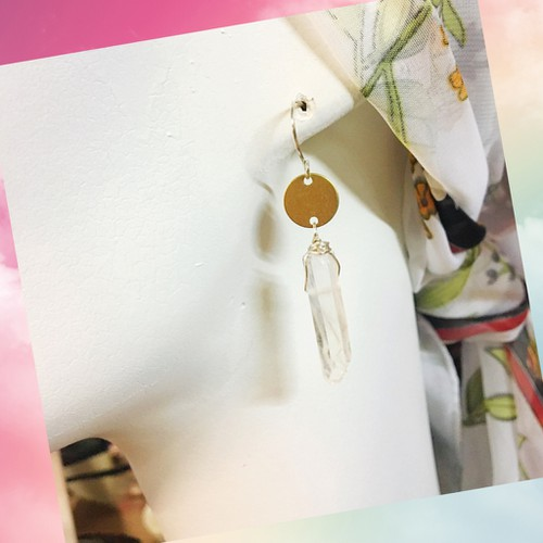 Natural quartz and brass earrings  - orangeshine.com