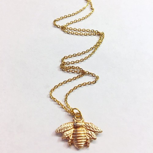 Gold bee necklace  - orangeshine.com