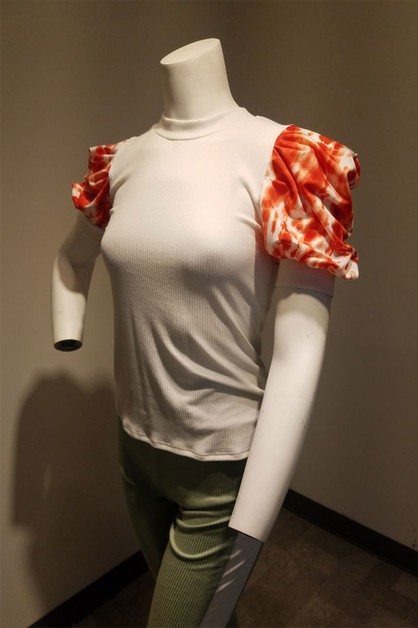 short sleeve top with a crew necklin - orangeshine.com