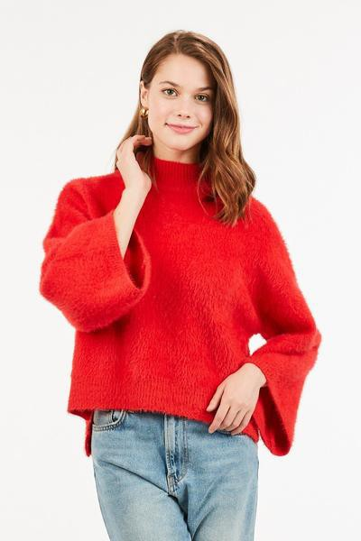 A wide sleeved mock neck fuzzy sweat - orangeshine.com