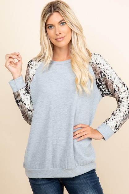 SOLID TOP WITH SNAKE PRINT ON SLEEVE - orangeshine.com