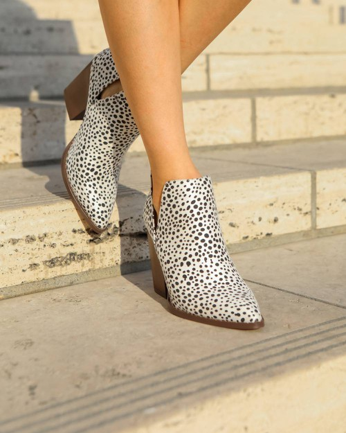 Two Side V-cut Pointy Ankle Booties - orangeshine.com