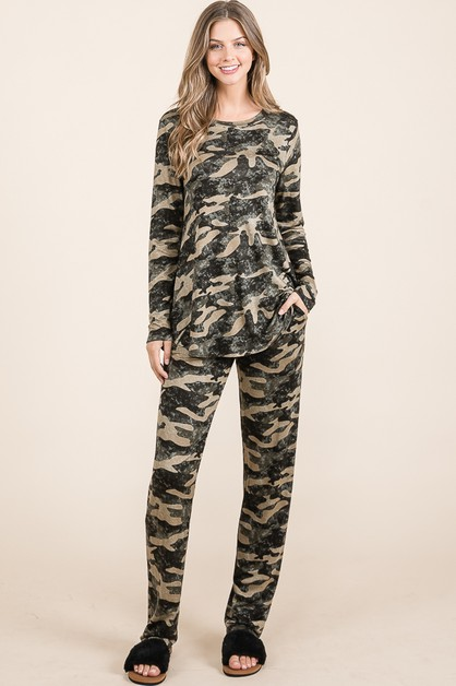 SET OF CAMO PRINT TOPS AND PANTS - orangeshine.com