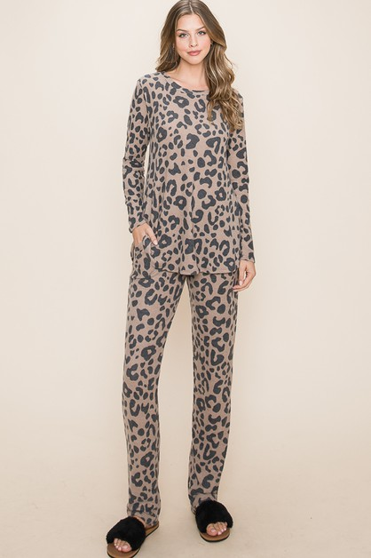 SET OF ANIMAL PRINT TOPS AND PANTS  - orangeshine.com