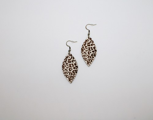 Petal Wood Engraved Leopard Earrings - orangeshine.com