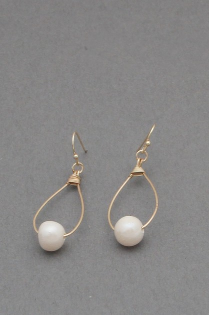 METAL WIRE  PEARL  DANGLE EARRING - orangeshine.com